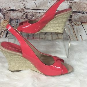 BANANA REPUBLIC CORAL PATN LEATHER WEDGE SANDALS-9